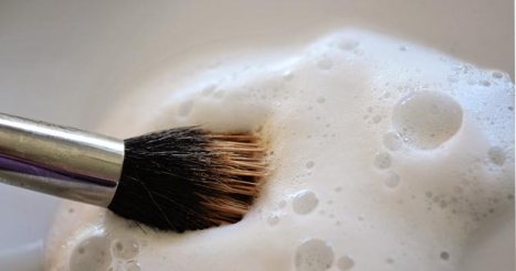 make-up-brush-cleaning